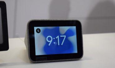 Lenovo presenta un pequeño despertador con pantalla y Google Assistant